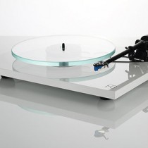 The new Rega turntable Planar 3 will be available in France early May !