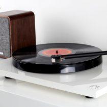 Rega lance la Planar 1 Plus, platine vinyle avec pré-ampli phono intégré